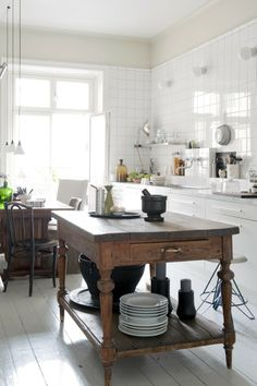 The perfect kitchen. Multi fit chair cover in Rosendal Pure Washed Linen Unbleached. www.bemz.com