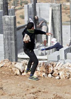 LAS PIEDRAS MATAN. Dos terroristas palestinos han sido condenados por un intento de asesinato ocurrido hace algo más de dos años cuando casi consiguen matar a un policía israelí. Las condenas fuero…