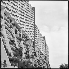 Wohnpark Alt-Erlaa, Vienna, Austria. (Arch. Harry Glück, 1973-85) Photo by Carlos Traspaderne with Hasselblad 500 C/M & Ilford film.