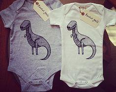 Bodys bébé en coton bio chez RachelGaleDraws (Angleterre) sur Etsy