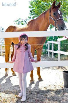 En Lubaloo puedes encontrar abrigos en tejido de paño o en tejido harris para niños y niñas, en un amplio colorido. Que os parece este #abrigo con su capota a juego en rosa? Ideal!!! #modainfantil #trendy #kids