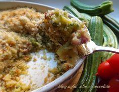Il Crumble croccante di zucchine,patate e salsiccia,è un piatto appetitoso!!!!..Ha un cuore filante e la parte croccante,lo rende ancora piu' sfizioso!!!!