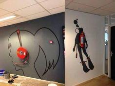 Ilustraciones que integran elementos que normalmente no forman parte del diseño de tu oficina, como el extintor.