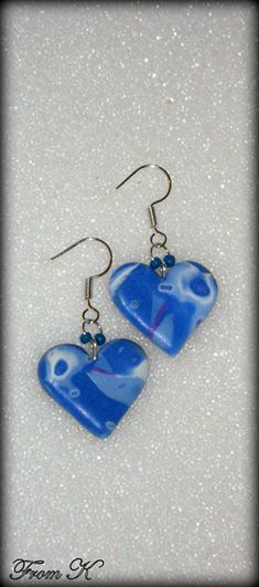 "Heart shaped dangle earrings. They are perfect to fit any outfit, for an evening party but also a great everyday pair. Hand shaped from polymer clay. Because each piece is handmade, every piece is completely unique and carries its own ""flaws"" making it one-of-a-kind. About 3,5 cm long with ear piece. 8.00 Ron"