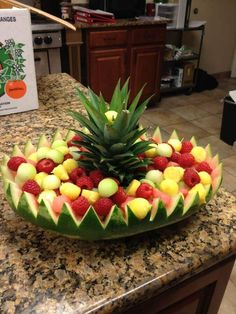 Watermelon basket I worked from - . Watermelon basket I worked from - . Fruit Kabobs, Fruit Snacks, Fruit Recipes, Appetizer Recipes, Party Appetizers, Fruit Salad, Christmas Appetizers, Christmas Snacks, Picnic Recipes