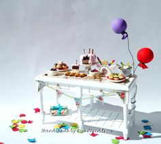 Dollhouse birthday party table by Evamini, 4 times Treasury item