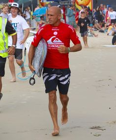 Kelly Slater heads out for Round 2 Quiksilver Pro.  #kellyslater  #quiksilverpro #quikypro #quikpro #snapperrocks #goldcoast #surfing #prosurfing #sport #surfphotography #surf #coolangatta #qld #quiksilver #australia #surfboard  #visitgoldcoast #thisisqueensland #discoveraustralia #wsl #worldsurfingleague @kellyslater @samsungau @quiksilver @wsl by kazlindsay