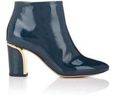 CHLOÉ Patent Leather Ankle Boots. #chloé #shoes #boots