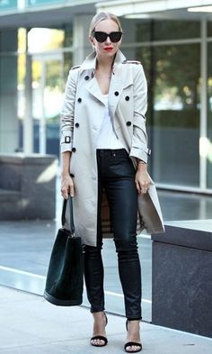 Pale coloured trench coat excellent contrast leather leggings Helena Glazer plain white tee pair of cool shades street glam! - Women Trench Coats - Ideas of Women Trench Coats Fashion Mode, Fall Fashion Outfits, Spring Outfits, Casual Outfits, Autumn Fashion, Curvy Fashion, Style Fashion, Fashion Trends, Beige Trenchcoat