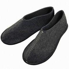 Pia Wallen gray felt slippers