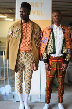 "by Fabiano Gomes, ""The Fashion of Afro Prints"", Posted on September 1, 2015  In recent times I have seen that Afro prints have been increasingly more fashionable in men's fashion, their cheerful and super colorful footprint has invaded the street style, ranging from accessories like tie, hat, turbans to the most stylish pieces of clothing."