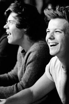 His smile *__* - Harry Styles & Louis Tomlinson.