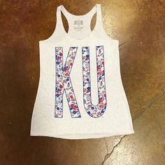 Rock chalk #frankieandjules #fnjstyle #shopkc #shopkc #kc #kansascity #ku #lfk #lawrence #floral #tank #casual #rockchalk #collegelife #weekendstyle #weekendvibes #weekender #whatimwearing #whatimwearingtoday #ootd #outfitinspo #outfitinspiration #local #repyourteam #gameday #shopsmall #boutiqueshopping