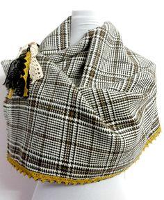 Sciarpa mantella cappa in cashmere con spilla di PREZIOSA abbigliamento e accessori artigianali su DaWanda.com