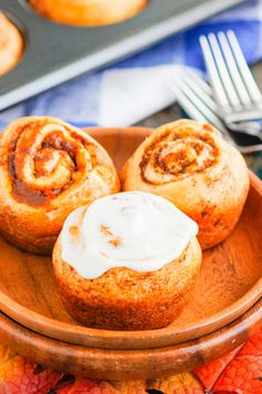 These Easy Pumpkin Cinnamon Rolls are a fun twist on the classic kind and ready in just 30 minutes. Filled with sweet pumpkin, cozy spices and topped with the most delicious cream cheese frosting, these rolls are perfect for breakfast or dessert! Quick Cinnamon Rolls, Pumpkin Cinnamon Rolls, Cinnamon Recipes, Baking Recipes, Dessert Recipes, Pumpkin Breakfast, Pumpkin Dessert, Breakfast Dessert, Breakfast Bites