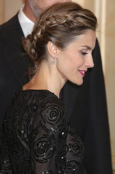 Madrid, noviembre 2014 Princess Letizia, Queen Letizia, Party Hairstyles, Wedding Hairstyles, Hair Inspo, Hair Inspiration, Updo, Beautiful Evening Gowns, Estilo Real