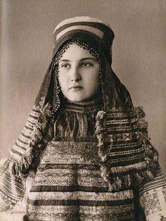 Natalia Shabelsky, preservier of Russian folk costume – Ethnic Jewels Magazine Russian Beauty, Russian Fashion, Historical Costume, Historical Photos, Folk Costume, Costumes, Film Dance, Russian Culture, Russian Folk