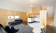 sperrholz innenausbau wohnbereich gestreifter teppich