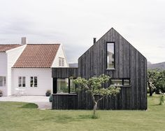 archatlas: Ims Trodahl Arkitekter (my ideal home. Wood Architecture, Architecture Details, Modern Barn, Modern Farmhouse, My Ideal Home, Exterior Cladding, House Extensions, Maine House, The Ranch