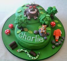 A Gruffalo cake including all the characters from the famous children's story First Birthday Parties, Boy Birthday, First Birthdays, Birthday Cakes, Birthday Ideas, Gruffalo Party, The Gruffalo, Fab Cakes, Party Food And Drinks
