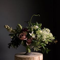 A compote arrangement with Cafe Latte Roses, Lilac, Tuberose, Astrantia… Beautiful Flower Arrangements, Floral Arrangements, Beautiful Flowers, White Flowers, Ikebana, Floral Wedding, Wedding Flowers, Deco Floral, Floral Design