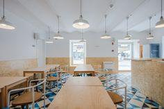 Image 20 of 37 from gallery of Hostel CONII / Estudio ODS. Photograph by João Morgado Ed Design, Store Design, Shelter Design, Hotel Interiors, Suites, Design Furniture, Second Floor, Dining Table, Flooring