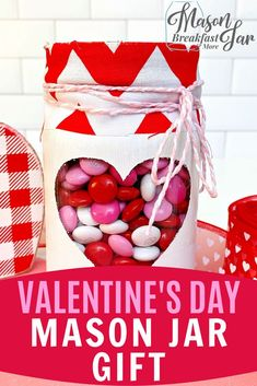 Do you need an easy DIY Valentine's Day gift idea that everyone is sure to love? This Valentine Mason Jar will be a crowd pleaser because who doesn't love a cute jar filled with their favorite candy? Creative Gifts For Boyfriend, Boyfriend Gifts, Mason Jar Gifts, Mason Jar Diy, Homemade Christmas, Diy Christmas Gifts, Valentines Diy, Valentine Day Gifts, Boyfriend Anniversary Gifts
