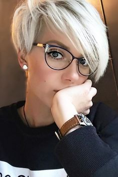 Short Hairstyles For Thick Hair, Very Short Hair, Short Pixie Haircuts, Haircuts With Bangs, Pixie Hairstyles, Short Hair Styles, Asymmetrical Pixie Haircut, Long Pixie Cuts, Haircut Short