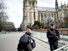 Francia, ancora allarme terrorismo: trovata autobomba davanti a Notre Dame - http://www.sostenitori.info/francia-ancora-allarme-terrorismo-trovata-autobomba-davanti-notre-dame/251294