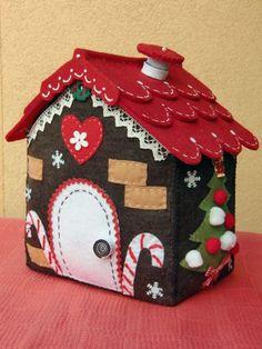 Fermaporta La Casetta di Pandizenzero Christmas Hearts, Christmas Love, Xmas, Felt Diy, Felt Crafts, Felt House, Candy House, Christmas Decorations, Christmas Ornaments