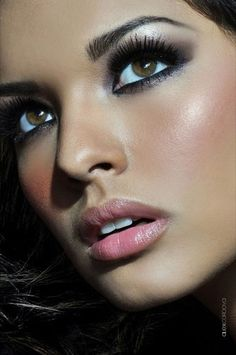 Dark eyes, stunning blusher and natural lips. Perfection.