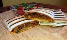 Grilované tortilly plněné masem a zeleninou