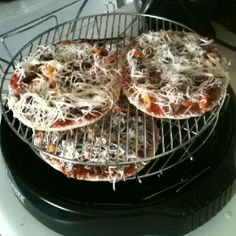 Homemade NuWave mini cheese steak pizzas :-) Halogen Oven Recipes, Nuwave Oven Recipes, Convection Oven Recipes, Convection Cooking, Oven Cooking, Nu Wave Recipes, Air Fry Recipes, Tasty Dishes, Food Dishes