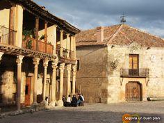 Villa Medieval de Pedraza (Segovia), declarada Conjunto Monumental en 1951.