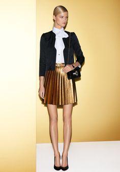 Good outfit to tone down pleated metallic skirt Fashion Week, Love Fashion, Fashion Show, Fashion Trends, Formal Fashion, Gucci Fashion, Review Fashion, Fashion Lookbook, Runway Fashion