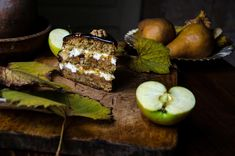 Not just an ordinary apple cake. Sweet savoury delicious walnut layers filled with apples, topped with caramel. Fall Recipes, My Recipes, Mexican Food Recipes, Sweet Recipes, Baking Recipes, Dessert Recipes, Favorite Recipes, My Food Pyramid, Unique Desserts
