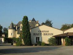 Château Haut Brion - vignoble Bordelais Bacchus, French Chateau, Aquitaine, Bordeaux, Mansions, House Styles, Home Decor, Vineyard, Wine