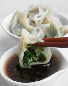 Chinese dumplings (jiaozi), Japanse dumplings (gyuoza) en Koreaanse dumplings (mandu) met lekkere dipsausjes
