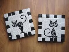 Cat mosaic coasters or trivets Tile Crafts, Mosaic Crafts, Mosaic Projects, Mosaic Tile Art, Mosaic Glass, Mosaic Designs, Mosaic Patterns, Cat Coasters, Group Art Projects