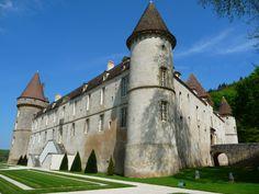 A quelques kilomètres de Lormes, à la frontière entre Yonne et Nièvre, le Château féodal de Bazoches et son pédiluve pour les chevaux à visiter!