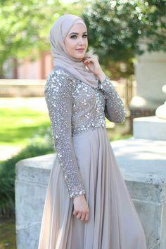 - Arabic Style : Hijab Fashion 2017 : Une sélection des meilleurs looks Hijab moderne chic pour … Arabic Style: Hijab Fashion A selection of the best looks Modern Hijab chic for Muslim Evening Dresses, Hijab Evening Dress, Hijab Dress Party, Hijab Style Dress, Muslim Wedding Dresses, Muslim Dress, Hijab Outfit, Muslim Hijab, Hijab Chic