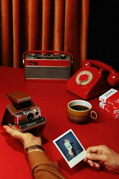 Retro in red. Aesthetic Colors, Aesthetic Pictures, Theme Color, Images Esthétiques, Retro, Still Life Photography, Red Photography, Red Color, Colours