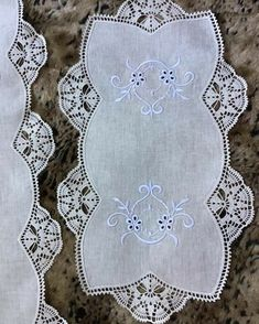 Handmade Table, Table Runners, Diy And Crafts, Crochet Patterns, How To Make, Instagram, Home Craft Ideas, Crochet Table Runner, Charms