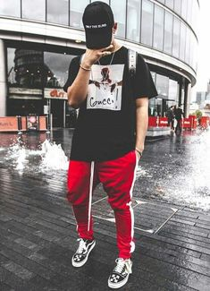 CastleClothing CastleClothing offers premium streetwear and high-fashion without the expensive price. Avoid missing out on the latest hype now! Tomboy Outfits, Mode Outfits, Fashion Outfits, Fashion Boots, Look Street Style, Men With Street Style, Urban Fashion, Mens Fashion, Yeezy Fashion