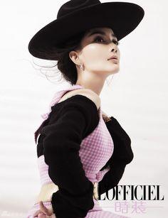 "Chinese actress Li Xiaolu covers ""L'Officiel"" | China Entertainment News"