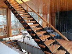 Сквозная лестница деревянная