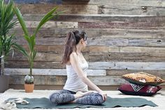 5 poses de Yoga pour énergiser votre journée par Dawn Mauricio