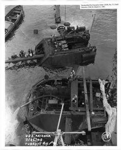 USS Arizona turrets after Pearl Harbor History Online, Us History, Naval History, Military History, Portsmouth, Les Satellites, Us Battleships, Uss Arizona, Us Navy Ships
