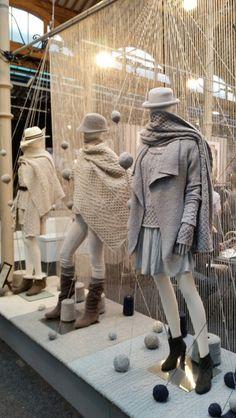 Beautiful wool display. Showcase Ireland. Winter Window Display, Fashion Window Display, Window Display Design, Store Window Displays, Boutique Decor, Boutique Interior, Display Showcase, Showcase Design, Visual Merchandising Displays