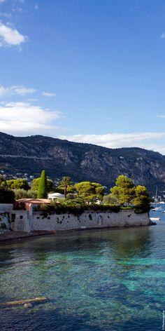 La Côte d'Azur égrène ses grains de beauté sur fond de Méditerranée. Échappée belle sur Saint-Jean-Cap-Ferrat pour un week-end romantique...